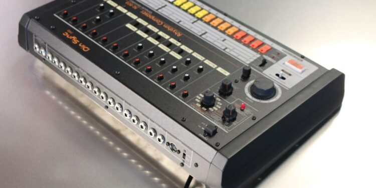 DinSync RE-808 Rhythm Composer DIY Kit