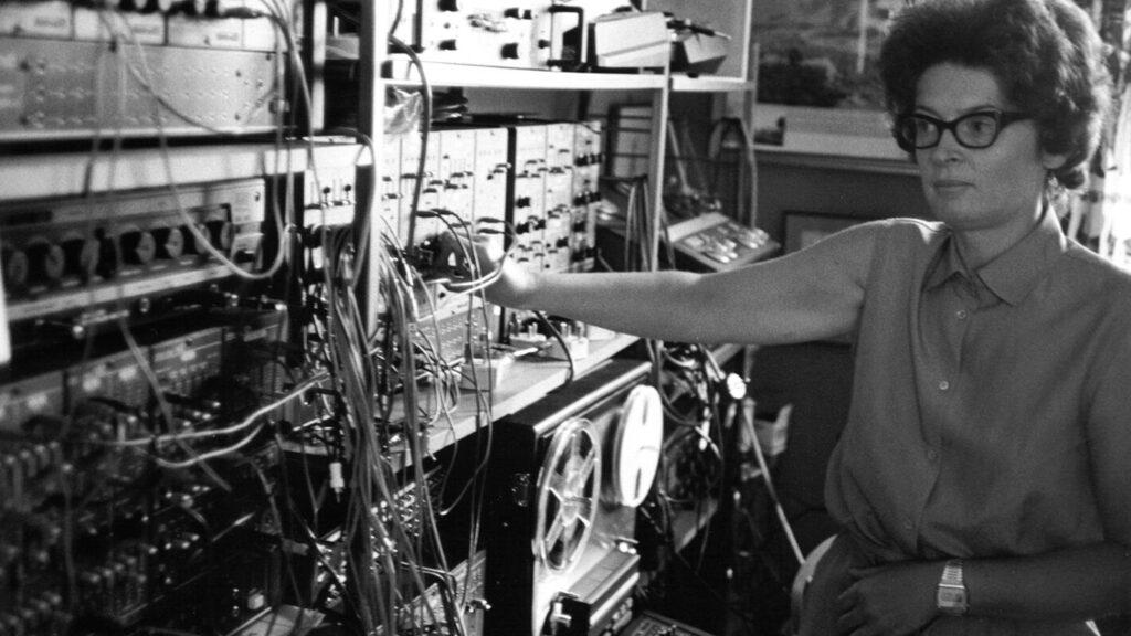 Джанет Бит в своей домашней студии, 1970