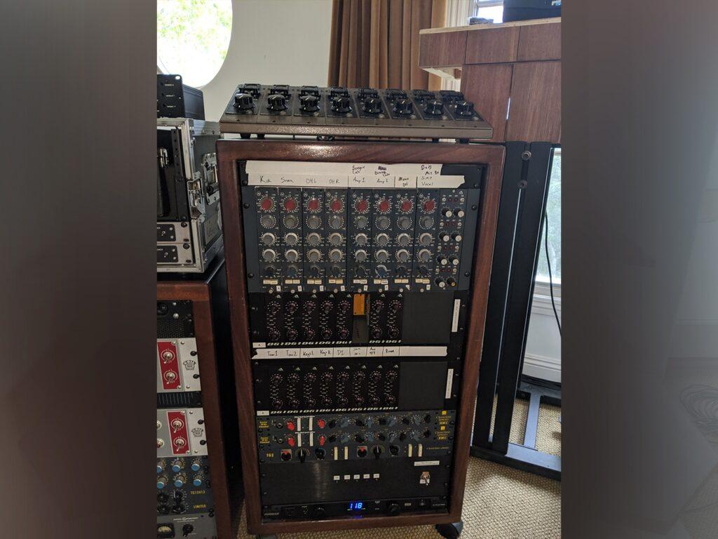 Оборудование Foo Fighters для записи Medicine At Midnight
