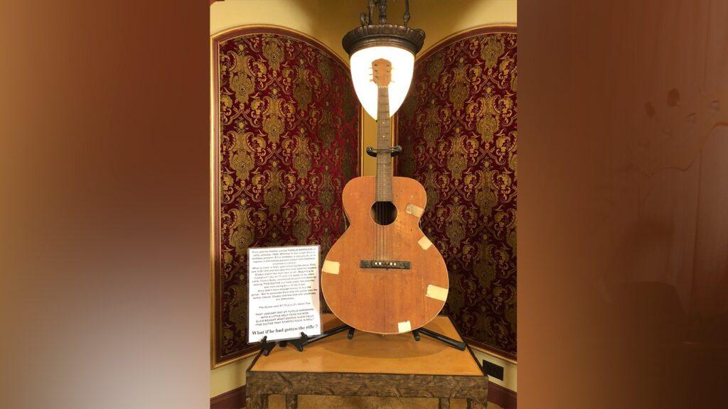 Первая гитара Элвиса Пресли