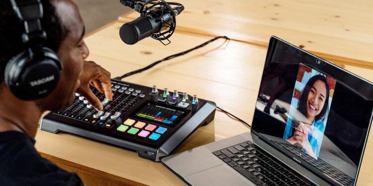 Tascam Mixcast 4 портативный микшер для подкастинга