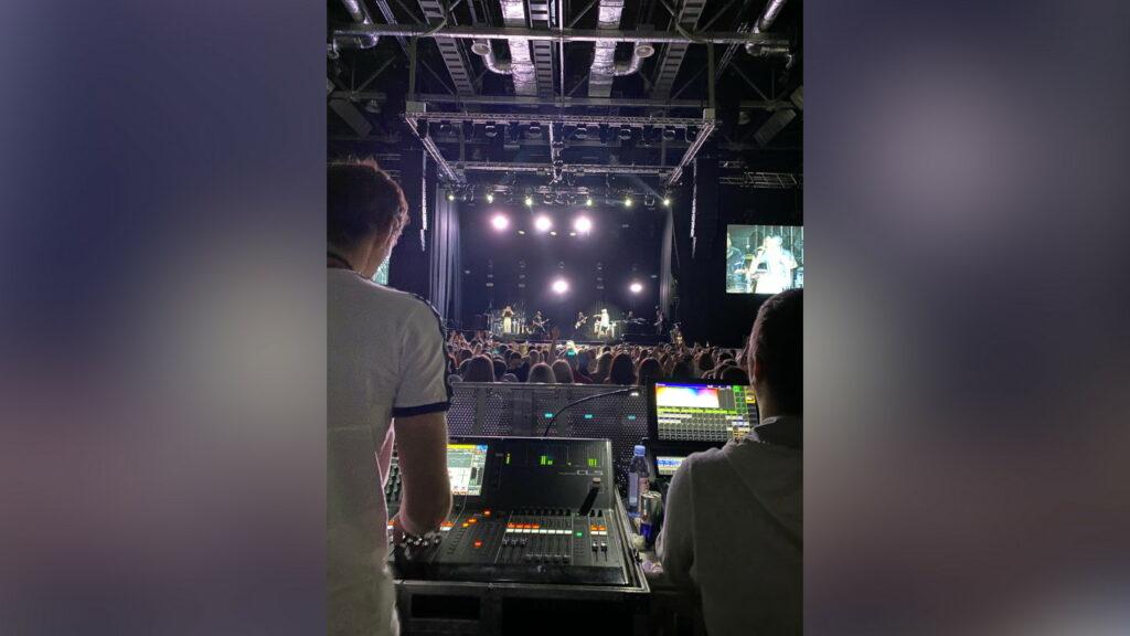 Технический директор концертных выступлений иFOH-звукорежиссёр Басты Руслан Дмитриев