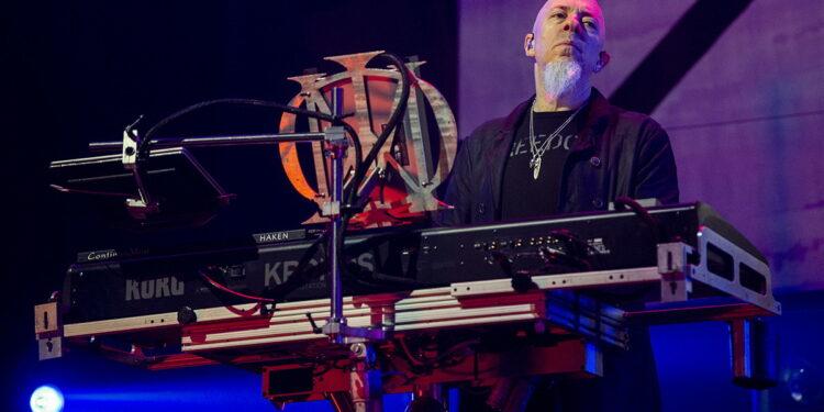 Джордан Рудесс показывает, как создать характерный синтезаторный звук Dream Theater спомощью Korg Kronos