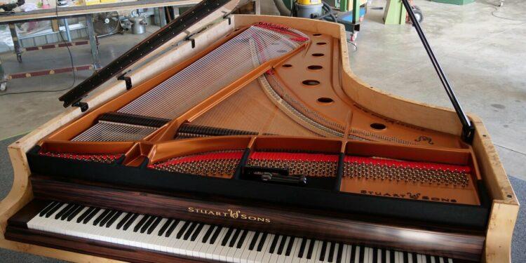 Рояль на девять октав с клавиатурой 108 клавиш