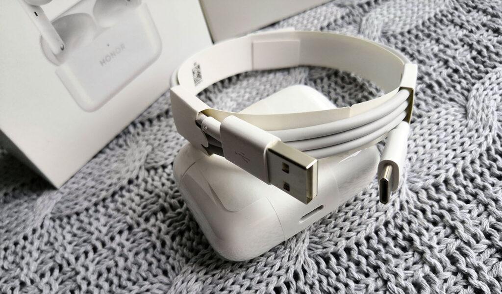 Комплектный кабель USB/USB Type-C